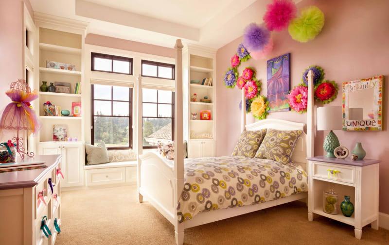 цветное окно в интерьере детской